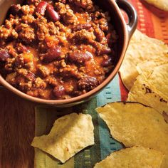 used 2 jalapeño and not much heat, too much liquid, not much sweetness, coffee wasn't noticeable A warm bowl of classic beef chili is a comfort food staple. Try our delicious recipe! Beef Chili Recipe, Chili Recipes, Meat Recipes, Cooking Recipes, Healthy Recipes, Cooking Chili, Classic Chili Recipe, Recipies, Cooking Rice