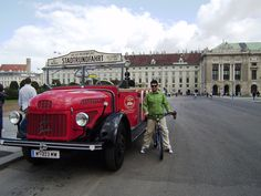 When i see a classic car i like to touch it. Here i am in Austria (Vienna) and i touch a 40's model (?) or at last i think so....