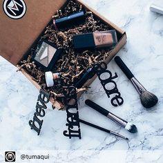 Repost from @TUMAQUI  Tumaqui Box te hace en cada caja que recibes más bella cada mes nuestros expertos pre-seleccionan los mejores productos para enviártelos a la comodidad de tu hogar. - No es too much es tumaqui - #makeup #makeupfan #buttergloss #beautytips #beautygloss #beautycare #makeuplover #makeuprevolution #lips #lipstick #buttergloss #glossy#gloss #beautyblogger #beautycare #beautyblog #beautyguru #beautytips #beautyproduct #instamakeup #beauty #beautyblogger #blogger #makeup…