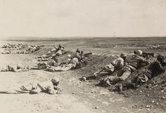 OTTOMAN SOLDIERS, MACHINE GUN DRILL IN THE DESERT, 1917
