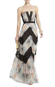 Maxi vestido estampado y con delicadas aplicaciones geometricas en negro de encaje.