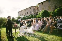 For its popularity with foreign couples, 'Borgo Stomennano' is considered one of the best wedding locations in Italy. Only a stone's throw away from Siena, 'Borgo Stomennano' offers a unique setting for unforgettable weddings