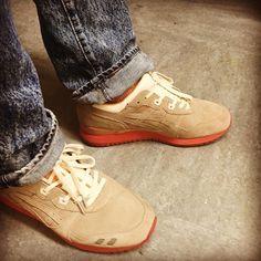 My  clean but these 'Bucks is dirty.  #packershoes #packer #dirtybuck #teamasics #gellyte3 #gellyte #gellyteiii  #asics25thanniversary #thewordonthefeet #kingoftrainers #runnergang #thecamp0ut #de4th2f0amz #asicsteam #cellphonerunners #holygrailrunners #44runners #hypebeast #complexkicks #nicekicks #sneakernews #kicksonfire #wdywt #wdywtd #womft #kotd #sneakers #igsneakercommunity by julianhooligan7