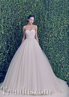 Lebanese fashion designer Zuhair Murad unveiled his highly anticipated bridal collection for fall 2014 season. In case you have missed it, see Zuhair Murad Convertible Wedding Dresses, Wedding Dresses 2014, Designer Wedding Dresses, Wedding Gowns, Zuhair Murad Bridal, Zuhair Murad Dresses, Princess Ball Gowns, Princess Wedding, Mod Wedding