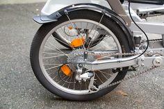 Kunststoff-Schutzblech über dem rechten Hinterrad 4 Wheel Bicycle, Stuff To Buy, Tandem Bicycle