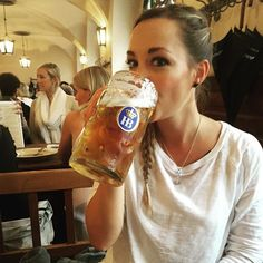 Servus aus München #maß #1literbeer #münchen #munich #germany #lowcarb #healthy #haha #vegan #hofbräumünchen #prost #cheers by micap21