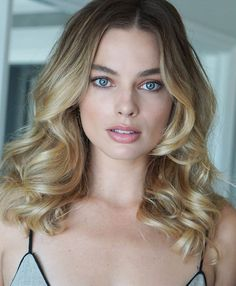 Margot Robbie at 'Once Upon a Time in Hollywood' press conference in Beverly Hills, California; Cabelo Margot Robbie, Margot Robbie Style, Margot Elise Robbie, Margo Robbie, Actress Margot Robbie, Margot Robbie Harley Quinn, Margot Robbie Photoshoot, Gal Gadot, Hair Inspo