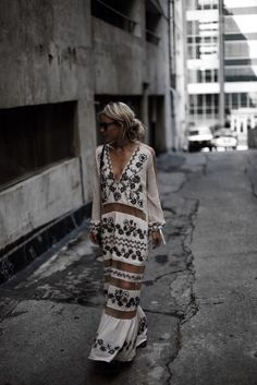 Lusting over this paneled embleshed maxi dress, perfect for that special occasion.