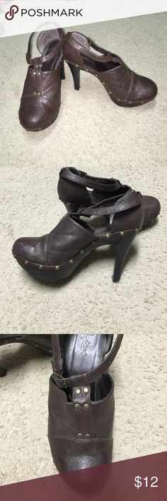"Brown platform heals This a clog type platform heal in brown.  It as an ankle strap closure and brass rivets around the bottom.  It has a 4"" heal with a 1"" platform  form.  This item is gentle used with minor scuffing. Forever 21 Shoes Platforms"