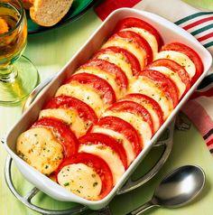 Benvenuti su Spettegolando.it Dopo avervi proposto la ricetta classica della Caprese di mozzarella e della caprese di provola, entrambi piatti freschi da