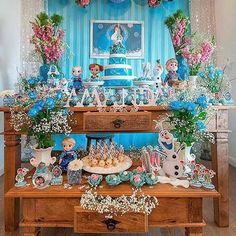 Festa Frozen muito linda por @hildadesigns ❄️❄️ #kikidsparty