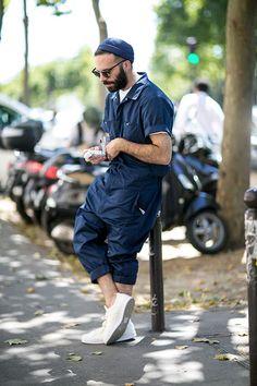ネイビー半袖つなぎ×白ローカットスニーカー | メンズファッションスナップ フリーク | 着こなしNo:118440