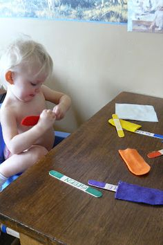 Oh my gosh! what better way to learn your colors than with Popsicle!!!  I am so making these for the boys!~