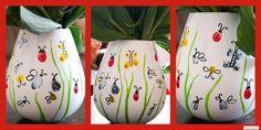 Was für eine tolle Idee zum Muttertag oder für das nächste Geschenk für die Omi! Fingerabdrücke der Kinder auf eine Vase machen und diese dann als Binechen&co bemalen. ***by : www.missmommypenn... What a great Idea for our next Mothersday present or next gift for Grandma! Apply you Kids fingerprints on a vase and decorate them as ladybugs and butterfly. Love that one!! 7 Min.