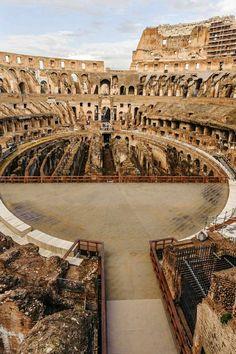 Interior del Coliseo. Roma Italia