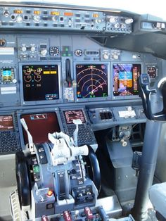 Boeing 737 NG flight deck