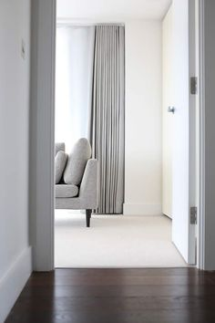 20 Stunning Modern Curtains Designs To Refresh Your Living Room 2019 Curtains Diy 20 Stunning Modern Curtains Designs To Refresh Your Living Room 2019 Curtains Diy Gwendolyn Kilback Curtains living nbsp hellip Contemporary Curtains, Contemporary Apartment, Modern Curtains, Window Curtain Designs, Curtain Styles, Curtain Ideas, Bedroom Drapes, Curtains Living, Bedroom Ceiling
