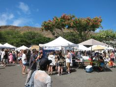 KCC Farmers' Market in Honolulu near the slopes of Diamond Head