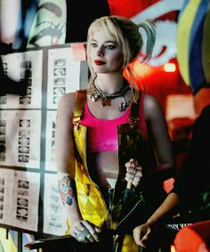 Margot Robbie bts of BoP Arlequina Margot Robbie, Actress Margot Robbie, Margot Robbie Harley Quinn, Harley Quinn Drawing, Harley Quinn Comic, Christian Bale, Batman, Superman, Steven Williams