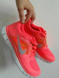 2014 cheap nike shoes for sale info collection off big discount.New nike roshe run,lebron james shoes,authentic jordans and nike foamposites 2014 online. Cute Sneakers, Cute Shoes, Sneakers Nike, Nike Shoes For Sale, Nike Shoes Cheap, Sneaker Outfits, Nike Roshe Run, Only Fashion, Shoe Game