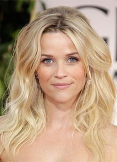 Reese Witherspoon with sexy Beachy hair Celebrity Hairstyles, Down Hairstyles, Pretty Hairstyles, Hairstyle Ideas, Hairstyles Haircuts, Reese Witherspoon Hair, Resse Witherspoon, Beachy Hair, Beachy Waves