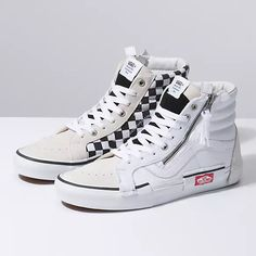 Browse bestselling Shoes at Vans including Women's Classics, Slip-On, Surf and Sandals. Shop at Vans today! Best Sneakers, Vans Sneakers, Sneakers Fashion, High Top Sneakers, Fashion Boots, Vans Footwear, Mens Vans Shoes, Sneakers Mode, Girls Shoes