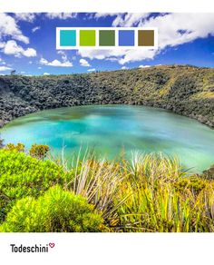 """""""El ombligo de mi tierra"""", una esmeralda en los cerros de Colombia. La Laguna de Guatavita en Sesquilé, Cundinamarca transmite a través de sus colores tranquilidad, paz y seguridad. Tonos que se ajustan a tu personalidad.  #Diseñodeinteriores #Decoración #Todeschini #ambientes #mueblesamedida #arquitectura #colombia Desktop Screenshot, Environment, Belly Button, Custom Furniture, Emerald, Personality, Safety, Pallets, Earth"""