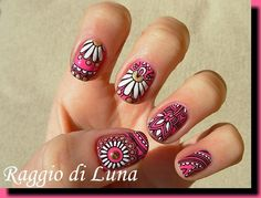 Raggio di Luna Nails: Born Pretty Store review: Stamping plate BP-L002 - Stamping white & golden flowers on pink