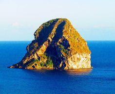 "Repost from Instagram ! #WeLike ! #Madinina by @so__solene.b ""Le Rocher du Diamant  #Martinique #Matnik #972 #WestIndies #Madinina #Carribean #Island #Nature #Beach #BeachLife #Sea #SeaView #SunnyDay #Weekend #LeDiamant #RocherDuDiamant #ig_martinique #ig_carribean #westindies_pictures #loves_caribbeansea #matinik_pictures #follow4follow #like4like #tagsforlikes #CanonPowershot"" http://ift.tt/1TY1XKZ"