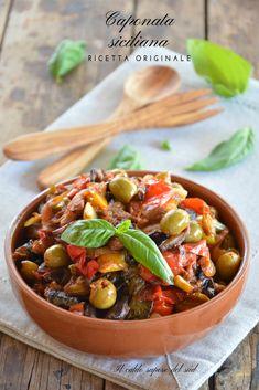 Caponata siciliana ricetta originale Veggie Appetizers, Veggie Recipes, Appetizer Recipes, Cooking Recipes, Eggplant Caponata, Sicilian Recipes, Food Obsession, Just Cooking, Vegetable Dishes
