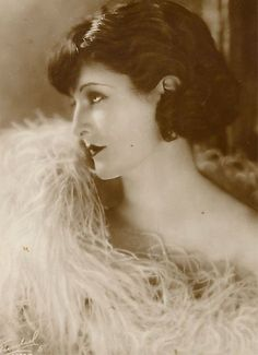 I came across Lya De Putti in pictures. She really was a beautiful lady, and I loved her short hair cut! She was famous for playing vamp roles, . Colleen Moore, Margaret Bourke White, 1920s Hair, Louise Brooks, Silent Film, My Tumblr, Photo Postcards, Film Director, Vintage Beauty