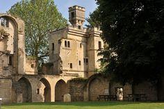 Château XIIIe-XVIe s., ancienne résidence des évêques de Soissons
