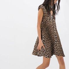Zara animal print dress, size M. Zara animal print dress, size M. Worn gently, no rips or stains.•••Automatic 15% discount on bundles of 3+ items 🛍••• Zara Dresses