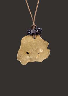 TAKIS Années 1990. Pièce unique. BIJOU SCULPTURE en or 22 kts, aimants Bijoux Design, Dimensions, Or, Pendant Necklace, Sculpture, Jewels, Unique, Artist, Magnets