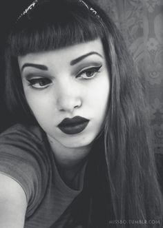 rockabilly makeup and Bettie bangs! Pin Up Makeup, Love Makeup, Makeup Looks, Hair Makeup, Flawless Makeup, Rockabilly Makeup, Rockabilly Pin Up, Rockabilly Fashion, Hair Again