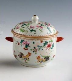 Chine. Compagnie des Indes. Sucrier rond couvert. XVIIIème siècle.