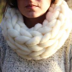 Para terminar el día os dejamos otro de nuestros diseños! Estupendo para los días de frío! // To end the day, we leave you with one of our designs! Wonderful dor cold days! #cold #frío #infinityscarf #merinowool #wool #madeinspainwithlove #bigknits #etsy #etsyshop #etsyseller #handmade #knit #knitwear #snowday #yarn #crafter #cowl #accessories #makers