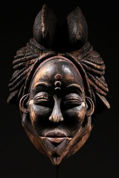 Mask from the Punu people of Gabon, Africa Arte Tribal, Tribal Art, African Masks, African Art, Sculpture Painting, Lion Sculpture, Atelier D Art, African Sculptures, Art Premier