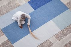 Armadillo&co - A weaver ensuring perfection. Simple Geometric Designs, Dynamic Design, Armadillo, Custom Rugs, Floor Rugs, Handmade Rugs, Service Design, Hand Weaving, Kids Rugs