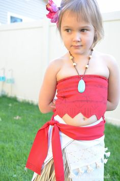 Create the perfect princess Halloween costume with this easy DIY Moana costume. This easy to make Halloween costume is perfect for your island princess. Moana Costume Diy, Moana Halloween Costume, Diy Costumes, Baby Girl Swimwear, Baby Bikini, Kids Swimwear, Swimsuits, Moana Party Decorations, Moana Outfits