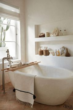 Modern bathroom design 270145677635173024 - minimalist bathroom Source by Remodelaholic Diy Bathroom Decor, Bathroom Interior Design, Home Interior, Bathroom Ideas, Bathroom Spa, Bathtub Decor, Bathroom Makeovers, Bathroom Towels, Shower Ideas