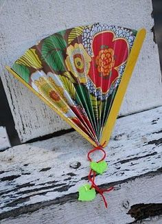 diy paper fans...***Something I could do with those pretty, high quality, scrapbook papers I've never touched!
