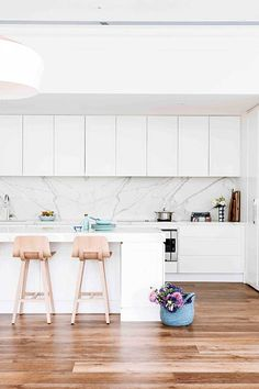 The rooms that will inspire your next makeover Hardwood Floors, Flooring, Smart Kitchen, Contemporary Style, Cool Kitchens, Dining Bench, Modern Design, Interior Decorating, Sweet Home