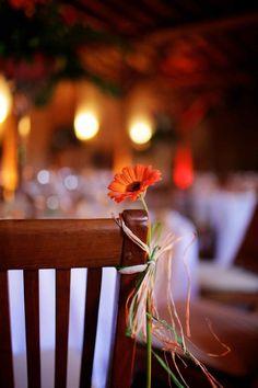 mariage rétro orange et rouge par Marie Pétale www.mariepetale.fr Photo: Callibella