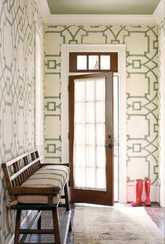 i love everything about this. wallpaper, the door, the bench, the rug and the painted ceiling !