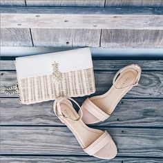 A wicker pineapple clutch + nude sandals = summer essentials. Jess Ann Kirby from Prosecco & Plaid thinks so too!