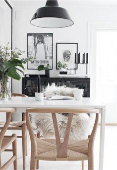 Simple y sofisticado: Blanco, negro y madera_ nice deco.                            Apartment Therapy , lao.pinterest