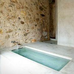 simple design: concrete bath Pinned to Architecture - Interior Design by Darin Bradbury House Design, Concrete Bath, Home, Interior Architecture, Bath, House Interior, Minimalist Bathroom, Stone House, Beautiful Bathrooms