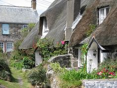 livingginafairytale: Old Dolphin Cottage / Kiddleywink Cottage ~ Cadgwith, Cornwall (source: musicforthemorningafter-) English Cottage Style, English Cottages, Country Cottages, Cottage Homes, Tudor Cottage, Cottage Living, Cornish Cottage, Fairytale Cottage, Cute Cottage