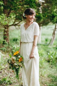 Vintage short sleeve wedding dress | Image by Madeline Barr Photography